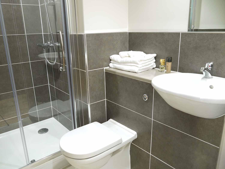 Brighton_Acc_Britannia Study Residence_Bathroom_02