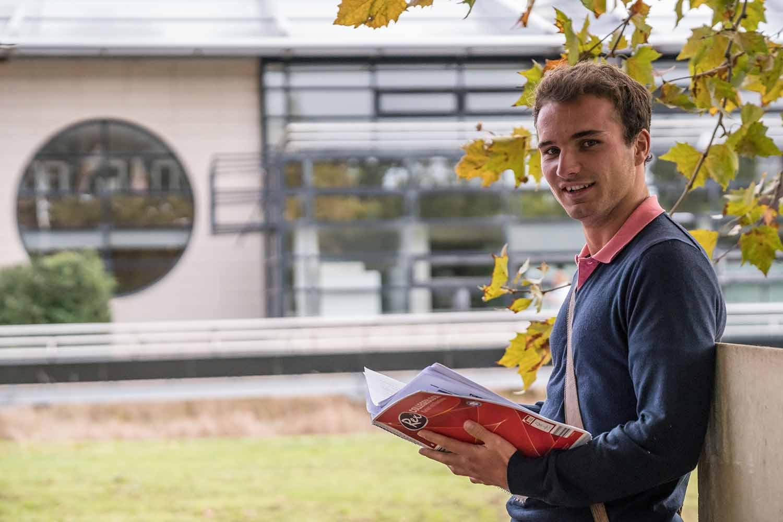 La Rochelle_School_Exterior_Student_06
