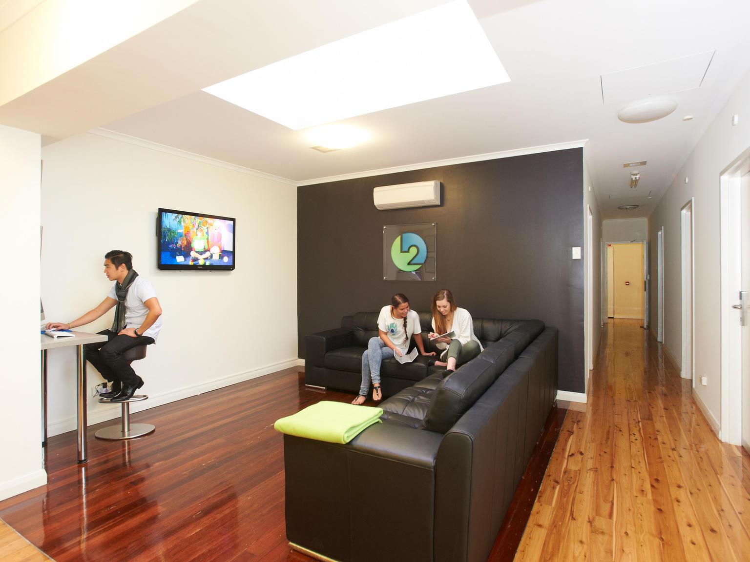 sydney_acc_link2_reisdence_living-room_01_0-1