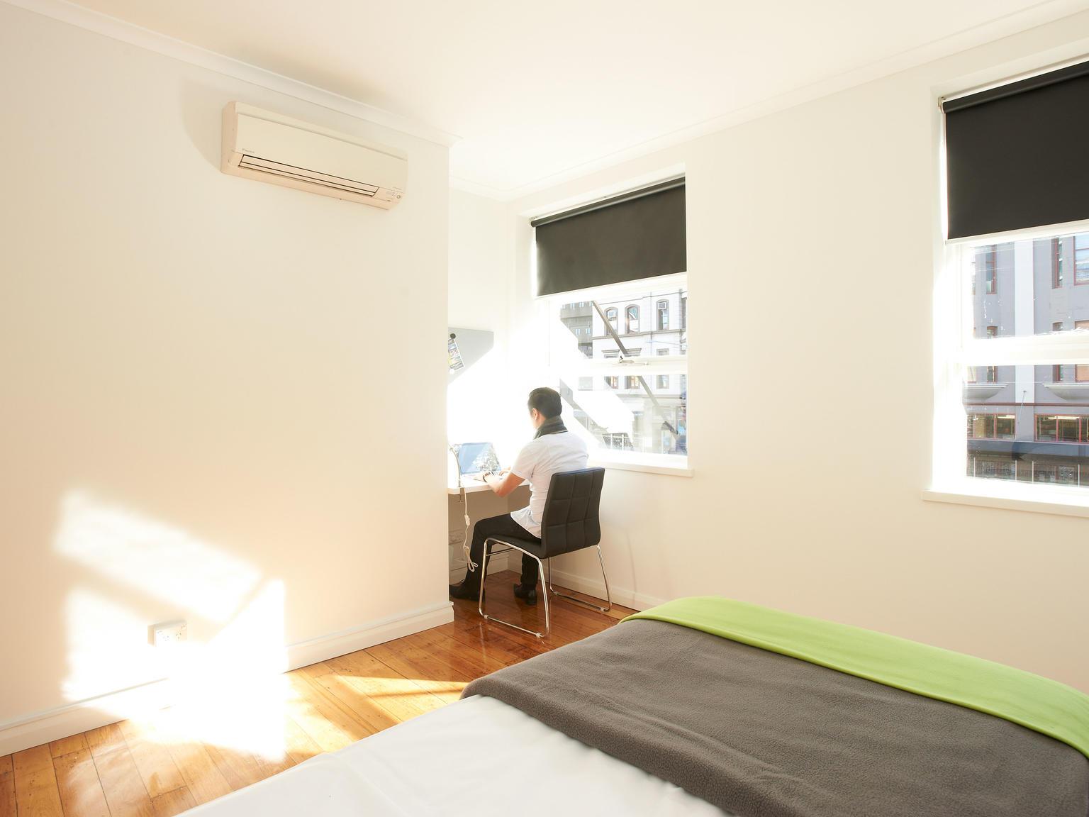 sydney_acc_link2_residence_bedroom_01-1
